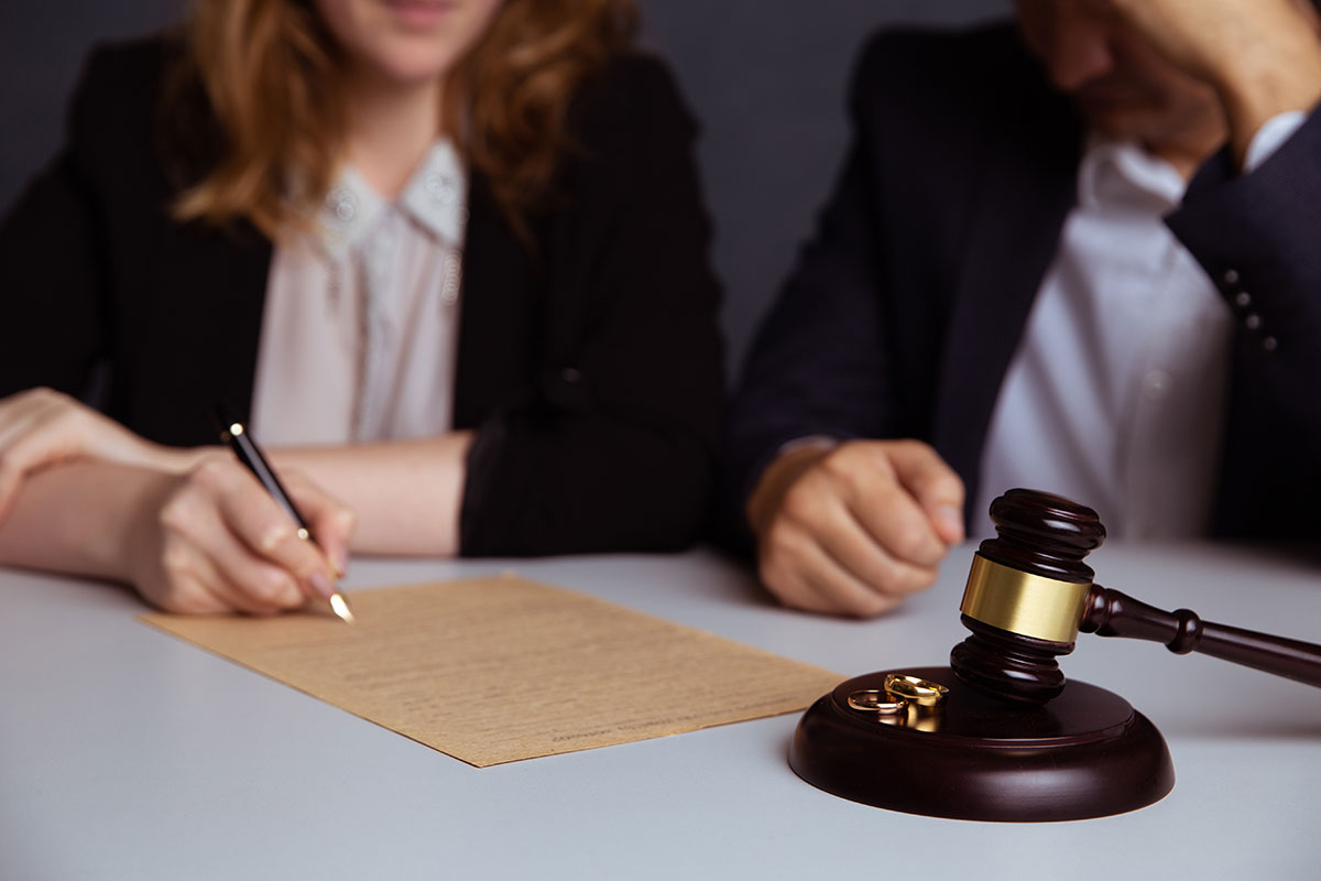 Family lawyers in Quebec can help simplify a divorce petition, custody, or alimony.