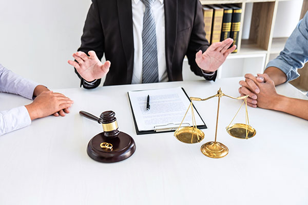 Know the law governing de facto unions to protect your interests by speaking to a lawyer.